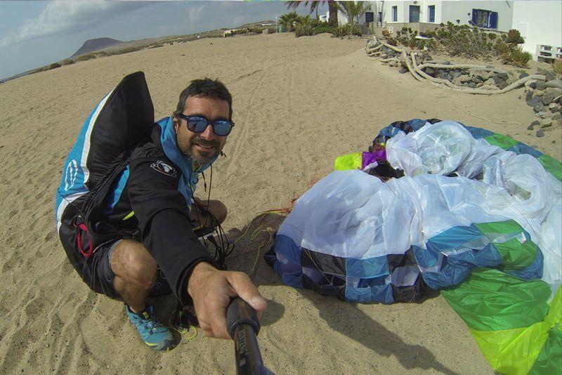 Aterrizaje con parapente en la isla de La Graciosa
